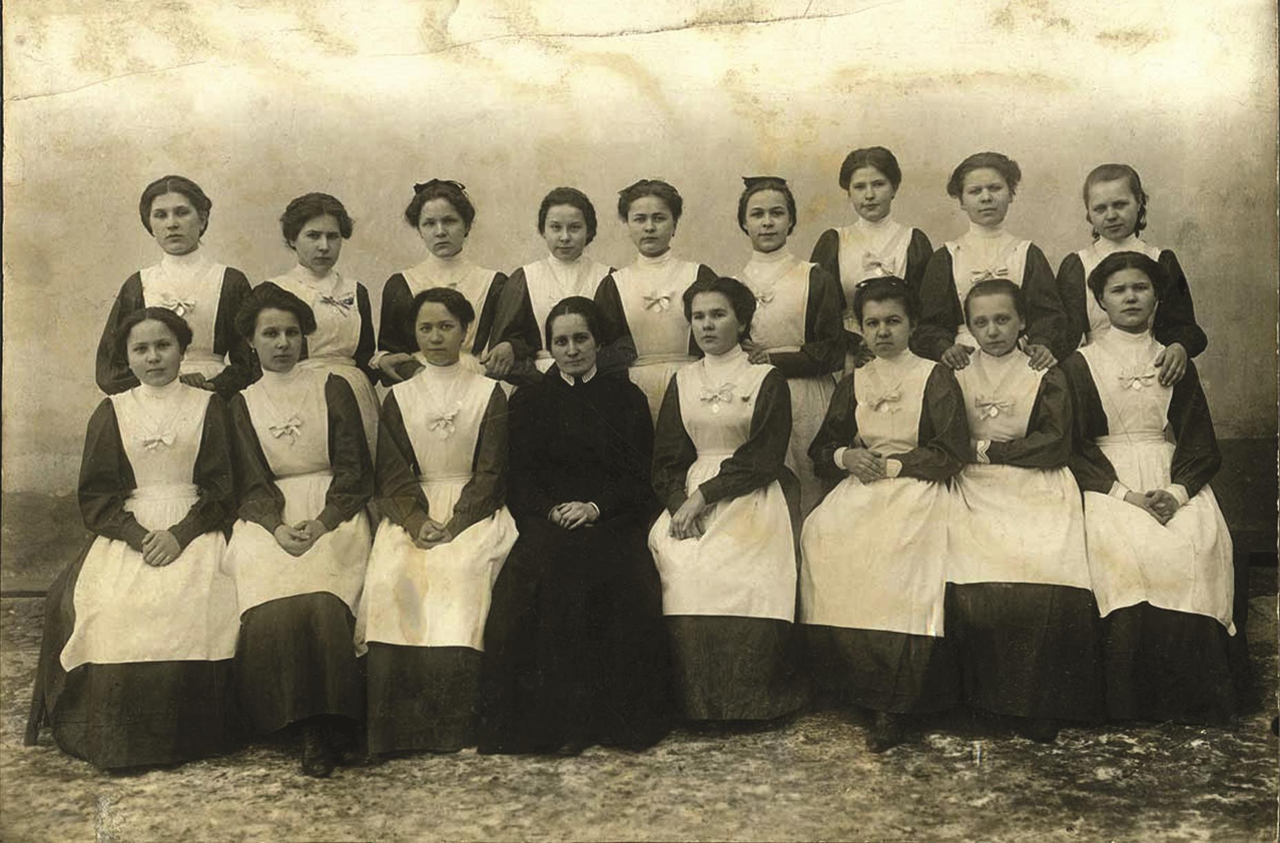 «В пользу женских частных школ»